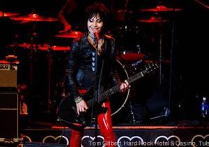 joan-jett-photo-by-hard-rock-hotel-casino-tulsa-tom-gilbert.jpg